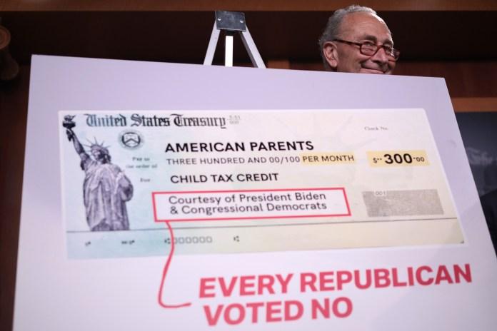 يحضر زعيم الأغلبية في مجلس الشيوخ تشاك شومر (ديمقراطي من نيويورك) مؤتمرًا صحفيًا حول الائتمان الضريبي للأطفال في مبنى الكابيتول الأمريكي.