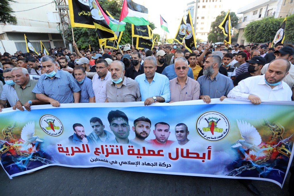 A large crowd of demonstrators at a rally in Gaza City to support Zubeidi and the other escaped prisoners.