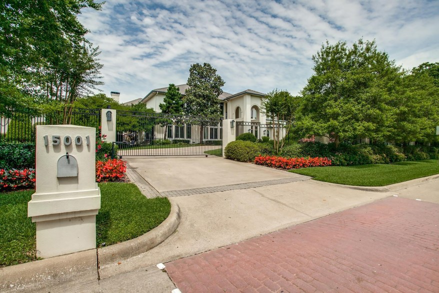 The NFL's all-time leading rusher Emmitt Smith listed his 10,800-square-foot Dallas mansion Monday.