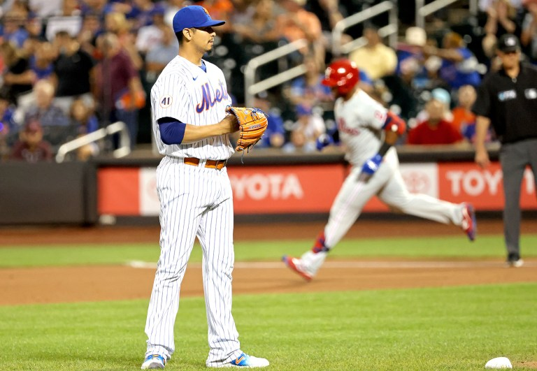 Mets drop fifth straight in ugly loss to rival Phillies