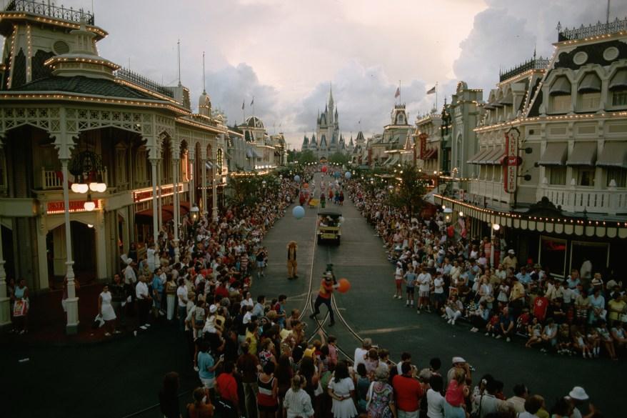 Crowds at Main Street of Disney World