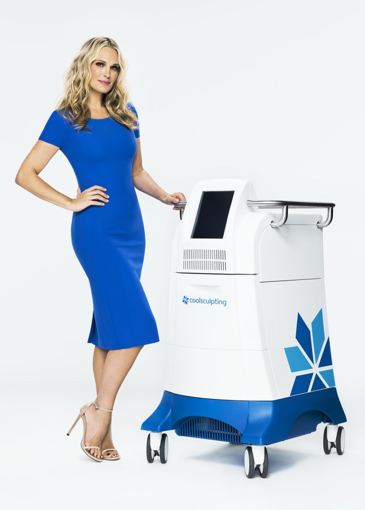 Molly Sims with a CoolSculpting machine.