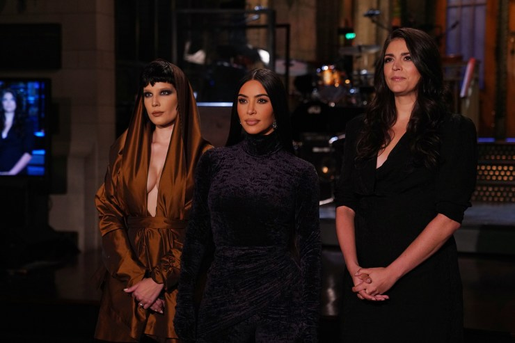 """Kim Kardashian is seen with Halsey and Cecily Strong in an """"SNL"""" promo"""