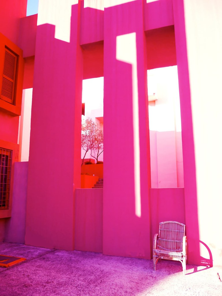 The building was designed by Ricardo Bofill in 1968.