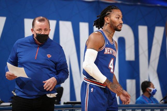 New York Knicks head coach Tom Thebudo and New York Knicks Derek Rose # 4