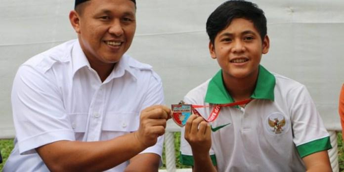 Bupati Lampung Tengah Ir. Mustafa (Kiri) dan Rio Helmi Saputra (Kanan). Foto : merdeka