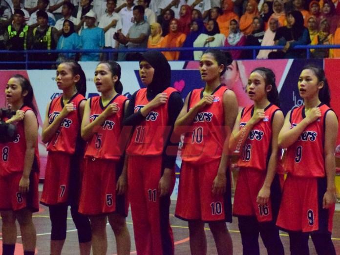 Tim Basket Putri SMA 5 Bogor saat final DBL Indonesia West Region Bogor, Selasa (22/08/17)