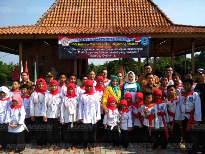 Para-pengurus-PPS-BETAKO-Cabang-Tangsel-berpose-bersama-dengan-Walikota-Tangerang-Selatan,-Airin-Rachmi-Diany