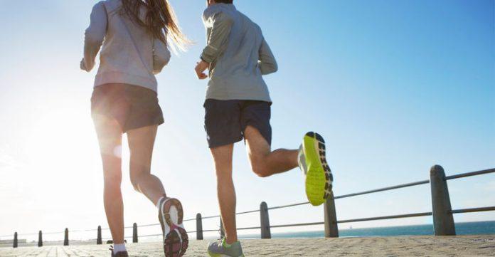 Ilustrasi Pria & Wanita Berlari
