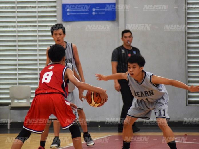 Pemain-Indonesia-Falcons-(Merah)-dihadang-pemain-Learn-(Abu-abu)-di-final-JJBC