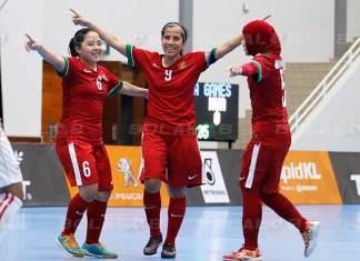 Kapten Timnas Futsal Putri Indonesia, Maulina Novryliani (9), yang menolak bergabung bersama Timas Putri Senior. (bolalob.com)
