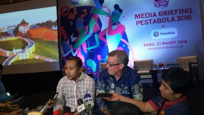 Pongky Rivawanto, Deputi Presiden Direktur Pesta Bola Indonesia (kiri) saat melakukan sesi jumpa wartawan. (Art/NYSN)
