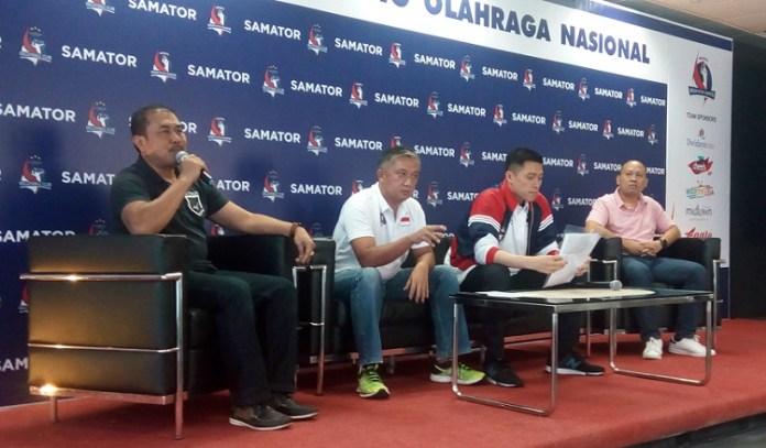 Rachmat Harsono, Wakil Direktur Utama Samator Group (kedua dari kanan) dalam sesi jumpa pers terkait dukungan kepada tim bola basket putri Merah Putih Samator. (Adt/NYSN).
