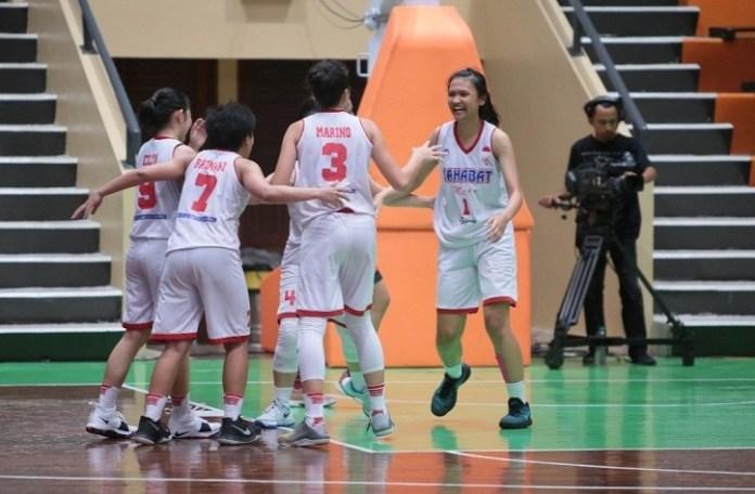 Sahabat Semarang lolos ke semifinal Srikandi Cup Seri Ke-3, usai menyingkirkan Merah Putih Samator, dengan skor 51-46, pada pertandingan Rabu (21/3). (meilinda)