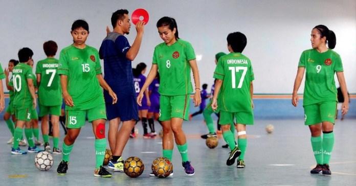 Timnas Futsal Putri saat melakukan TC di Purwekerto saat akan tampil di SEA Games 2017 silam. (detik.com)