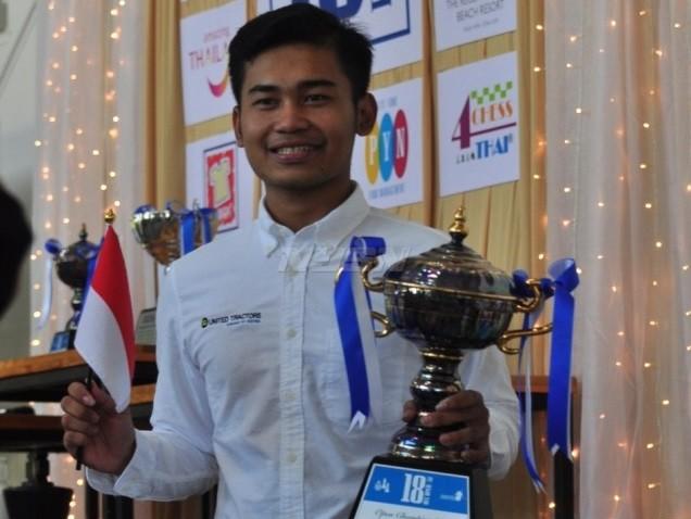 Pecatur Indonesia yang baru berusia 19 tahun, Novendra Priasmoro, menjuarai Turnamen Bangkok Chess Open 2018. (net)