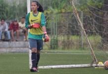 Prihatini, adalah penjaga gawang asal klub SSB Benteng Muda FC, Tangerang, dan sejak Jumat (6/4), sudah bergabung bersama Timna Putri senior. (Ham/NYSN)