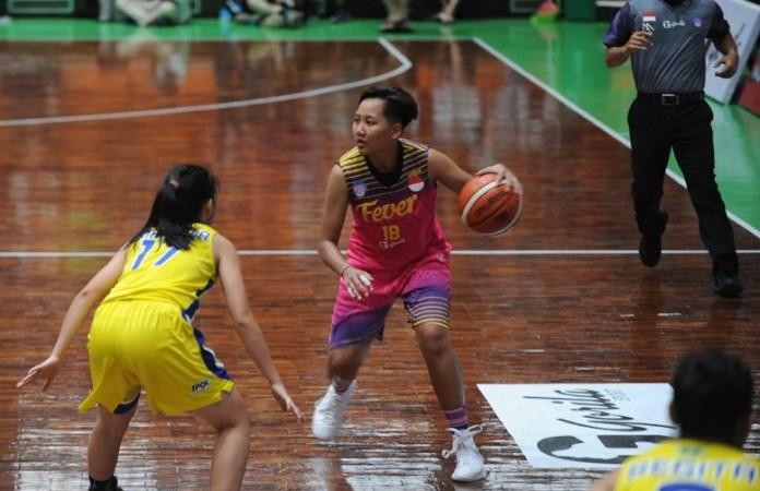 Shooting Guard asal Klub Surabaya Fever, Nathasa Debby Christaline (18) kembali terpanggil masuk dalam TC Asiang Games 2018 yang berpusat di kota Cirebon. (Pras/NYSN)