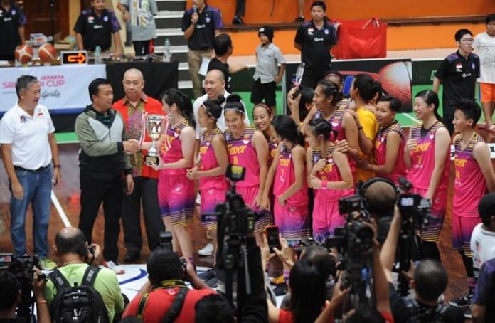 Tim Basket Putri Surabaya Fever mencapai prestasi terbaik lewat polesan tangan dingin sang pelatih, Wellyanto Pribadi. (Pras/NYSN)