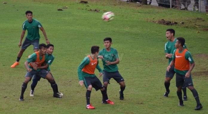 Timnas U-23 saat menggelar latihan hari kedua, di Lapangan A, Komplek Gelora Bung Karno, Senayan, Jakarta Pusat, Selasa, 24 April 2018. (Ham/NYSN)