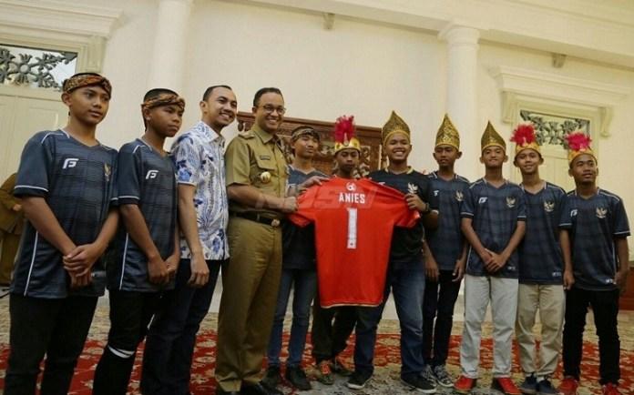 Anies Baswedan (Gubernur DKI Jakarta) melepas tim Garuda Baru mengikuti Piala Dunia Anak Jalanan (Street Child World Cup) 2018 di Moskow, Rusia, 10-18 Mei nanti. (net)