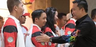 Menpora Imam Nahrawi saat melepas Timnas baseball Indonesia mengikuti ajang East Asia Cup 2018, di Hongkong, 24 Juni mendatang. (Kemenpora)
