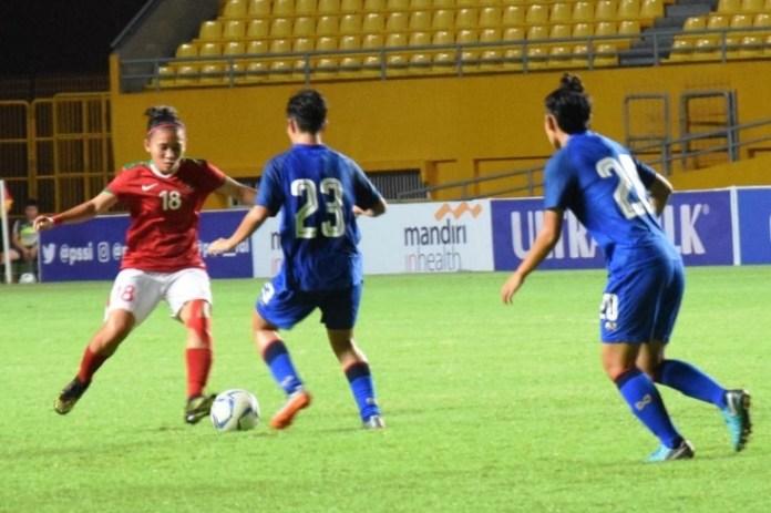 Paska menghadapi Thailand, rencananya Timnas Wanita Indonesia (merah) akan kembali melakoni uji coba Internasionan melawan Hongkong dan Filipina. (topskor.id)