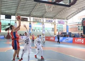 Tim putri Universitas Pelita Harapan (UPH-merah) sukses melibas Universitas Satya Negara Indonesia (USNI), dengan skor 98-7, dalam LIMA Basketball: Air Mineral Prim-A GJC 2018, Kamis (28/6). (LIMA)