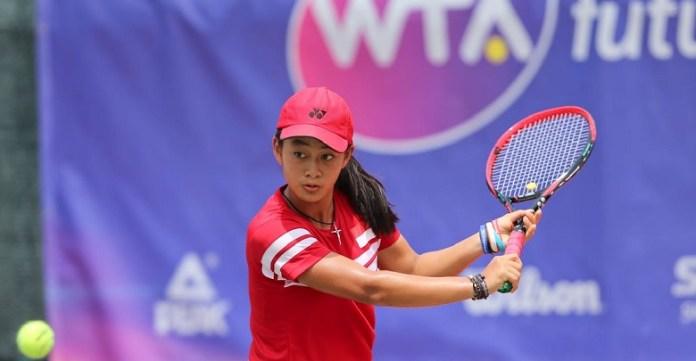 Priska Madelyn Nugroho (15 tahun) menjadi salah satu petenis termuda Indonesia, yang turun dalam turnamen Women's Circuit International Tennis 2018, di Lapangan Tenis Gelora Manahan, Solo, Jawa Tengah. (twitter.com)