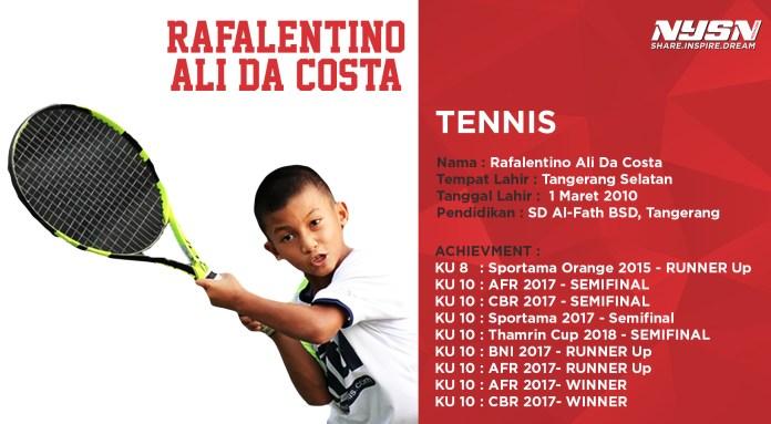 Falen, anak berusia 8 tahun tersebut meski usianya masih sangat muda namun kemampuannya dalam memukul bola tenis di lapangan tak perlu diragukan lagi.
