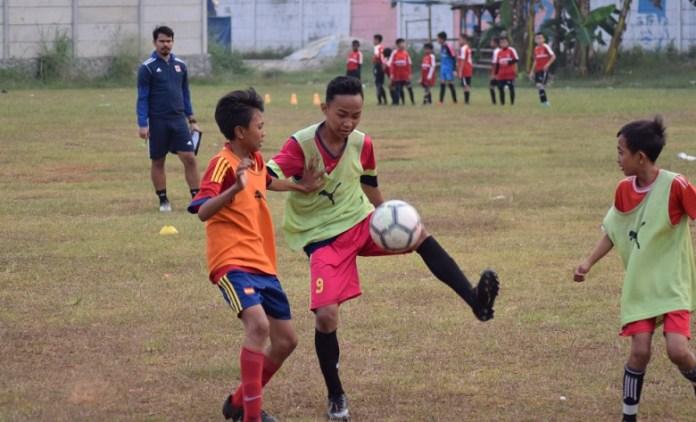 Serpong City FC melakukan seleksi terbuka untuk kategori U-13 dan U-14, pada Selasa (17/7), di lapangan Kampung Dongkal, Serpong Utara, Tangerang Selatan. (Ham/NYSN)