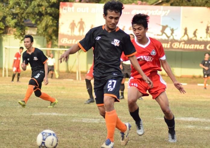 Sebagai juara bertahan Liga 3 Asprov DKI Jakarta musim lalu, Villa 2000 FC (hitam) sukses melibas Laskar Muda (merah), dalam laga perdana Liga 3 Asprov DKI Jakarta, di Lapangan Gagak Hitam, Bintaro, Jakarta Selatan. (Ham/NYSN)