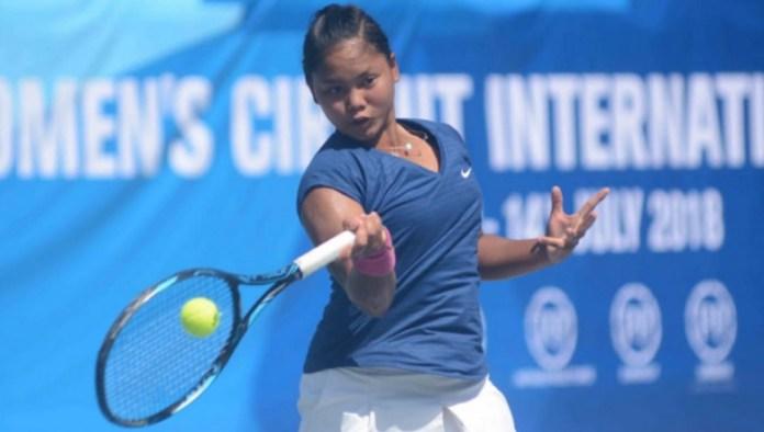 Women's Circuit Internasional Tennis 2018 di Solo, Rifanty Kahfiani (20 tahun), sukses menggusur petenis unggulan dua asal Jepang, Michika Ozeki, dua set langsung 6-2 dan 6-4. (bolasport.com)