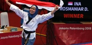 Defia Rosmaniar sukses merebut medali emas pertama bagi kontingen Indonesia, di Asian Games 2018. Defia merebut medali emas di poomsae taekwondo, Minggu (19/8). (sindonews.com)