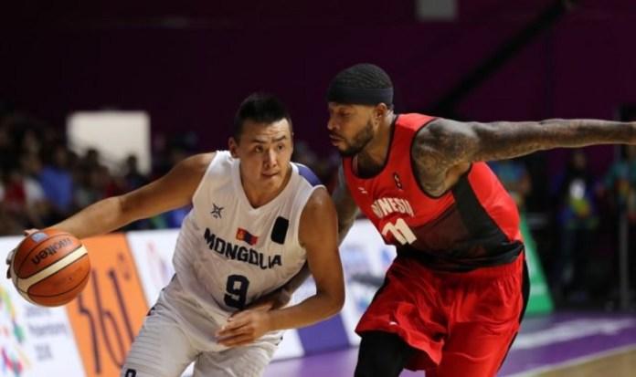 Power forward Timnas basket putra Indonesia, Jamarr Andre Johnson (11), harus mengakui keunggulan tim Mongolia dengan skor 69-74, di Hall Basket, Senayan, Sabtu (25/8) malam. Namun, Indonesia tetap lolos ke perempat final Asian Games 2018. (medcom.com)