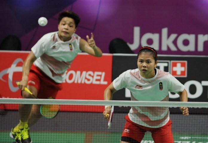 Ganda putri Indonesia, Greysia Polii/Apriyani Rahayu sukses mengalahkan pasangan Cina, Tang Jinhua/Zheng Yu, dalam pertarungan dramatis tiga gim 18-21, 24-22, dan 21-16, pada laga perempat final, nomor perorangan Asian Games 2018, Sabtu (25/8). (Pras/NYSN)