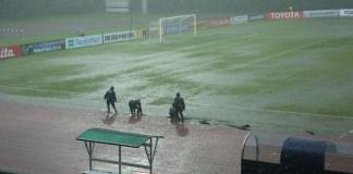 Pertandingan penentu babak penyisihan grup A Piala AFC U-16 2018 antara Timnas Malaysia U-16 vs Jepang U-16, pada Rabu (26/9), akhirnya harus ditunda karena terhalang oleh derasnya hujan disertai petir dahsyat. (goal.com)