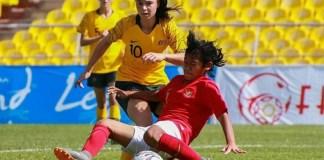 Tergeser di posisi tiga klasemen Grup D dalam kualifikasi Piala Asia Putri U-16 2018, Timnas Putri U-16 (merah) menabung peluang lolos ke babak selanjutnya, dengan hasil dua kemenangan dan sekali kalah, dan meraih poin enam. (indosport.com)