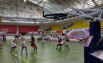 Walau tertinggal selisih satu angka pada detik terakhir, Timnas Basket Pelajar Putri Indonesia (merah) harus menyerah 60-65 kepada China, di perebutan posisi ketiga, kejuaraan basket pelajar Asia 2018, di Yogyakarta, Kamis (13/9). (topskor.id)