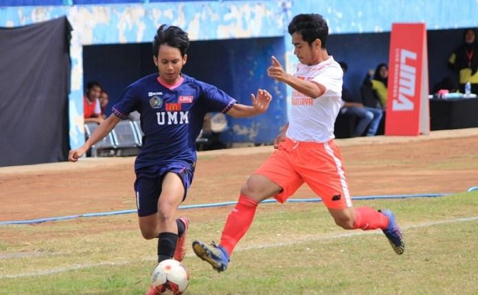 Univ. Muhammadiyah Malang (biru) tergabung dalam pul merah, di ajang LIMA Football Nationals 2018 yang akan digelar di tempat yang sama dengan LIMA Football EJC, yakni di Stadion Gelora Brantas, Batu, Jawa Timur, pada 18-25 September. (LIMA)