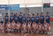 Tim putra SMA Kharisma Bangsa (putih) mengalahkan SMK PGRI 1, Cibinong, dengan skor 91-22, dalam laga pembuka turnamen bola basket 'Satelite Cup 2018 Volume 2', di lapangan Basket SMAN 13, Depok, pada Sabtu (1/9). (Adt/NYSN)