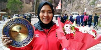 Aries Susanti Rahayu meraih medali emas usai mencetak waktu 7,99 detik, di nomor women's speed kejuaraan 'The Belt and Road' International Climbing Master Tournament 2018, di Wanxianshan, China, 13-14 Oktober 2018. (FPTI)