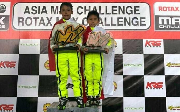 Pegokart cilik Gandasari Racing Team, Aditya Wibowo (9 tahun) ditemani sang adik, Calvin Wibowo, meraih gelar juara Asia, setelah memenangi seri 6 kejuaraan Asia Max Challenge 2018, di sirkuit Elite Speedway Plus, Malaysia, pada Minggu (28/10) siang. (beritasatu.com)