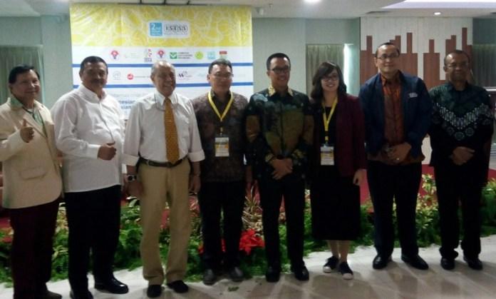 Imam Nahrawi (Menpora) saat membuka acara bertajuk '2nd annual meeting Indonesia Society of Exercise and Sports Science', di Auditorium Soerjo Rumah Sakit (RS) Metropolitan Medical Centre (MMC), Jakarta, Kamis (4/10). (Adt/NYSN)