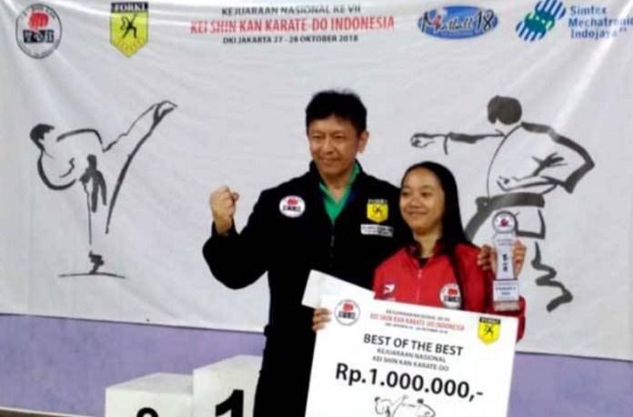 Karateka Kei Shin Kan asal Jawa Barat, Silvani Anjela (16 tahun), menjadi juara best of the best kadet-junior Kejuaraan Nasional (Kejurnas) Kei Shin Kan edisi ketujuh 2018. Juara kumite -53 kg junior putri itu jadi yang terbaik, usai menekuk karateka juara kelas 48 kg putri junior asal Sumatera Utara, Nadya Zaskia Harahap. (sindonews.com)