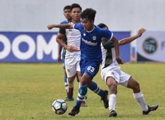 Winger jebolan Timnas U-16 yang kini membela Persib Bandung U-16, Amanar Abdillah (63), saat tampil melawan PSMS Medan U-16, di SPOrT Jabar, Arcamanik, Kota Bandung, pada Minggu (4/11). Pertandingan ini merupakan partai di Grup A Elite Pro Academy PSSI U-16. (persib.co.id)