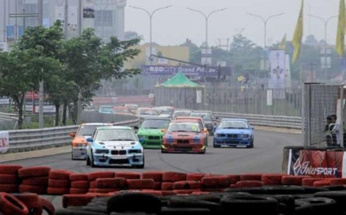 BSD City Grand Prix 2018 akan melombakan sembilan kelas kejuaraan, termasuk kelas Kejuaraan Nasional, yang diselenggarakan di Sirkuit BSD, Tangerang Selatan, Provinsi Banten. Balapan ini menyuguhkan tantangan yang berbeda, karena ada jalur-jalur yang tidak biasa dan karakter sirkuit jalan raya seperti di Monaco. (intersport.id)