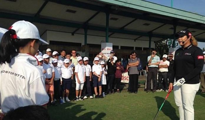 """Pegolf putri ranking satu dunia versi LPGA (The Ladies Professional Golf Association), Ariya Jutanugarn, yang baru berusia 23 tahun, berbagi pengalaman dengan pegolf junior Indonesia dalam acara """"Golf Inspiration"""". (beritasatu.com)"""