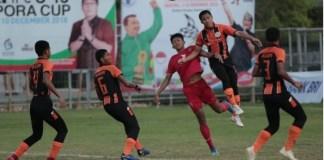 Bara FC (merah), sukses mengikuti langkah Timnas Pelajar U-15, yang lolos ke babak final Bali International Football Championship (IFC) U-15 Piala Menpora 2018, setelah menundukkan wakil Malaysia, Felda United, dengan skor 2-0, yang berlangsung di Stadion Beji Mandala, Pecatu, Badung, Bali, Jumat (7/12). (kemenpora)