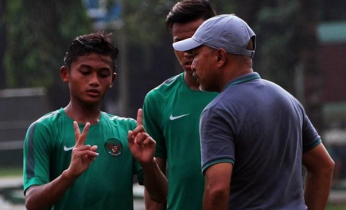 Status pelatih Timnas U-19 Indonesia masih kosong. Mungkinkah akan diisi oleh mantan Pelatih Timnas U-16, Fakhri Husaini? Besar kemungkinan Fakhri akan ditempatkan sebagai pelatih Timnas U-19. Hal ini sesuai pernyataan Wakil Ketua Umum PSSI, Djoko Driyono. (bolasport.com)
